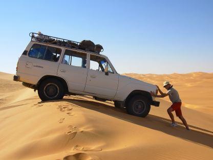 Su e giù per le dune dell' Ubari Lake