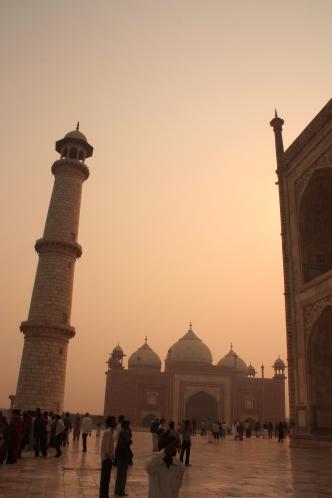 Alba al Taj Mahal
