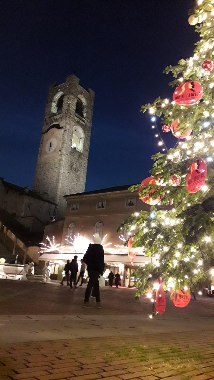 Plaza Bergamo ciudad vieja en Navidad