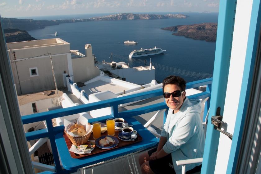 Colazione in terrazza a Santorini