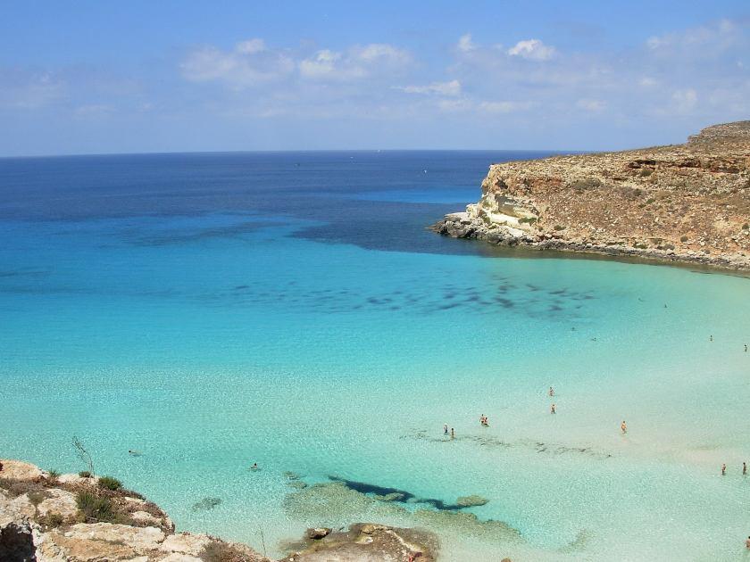la piscina naturale della spiaggia dell'Isola dei Conigli