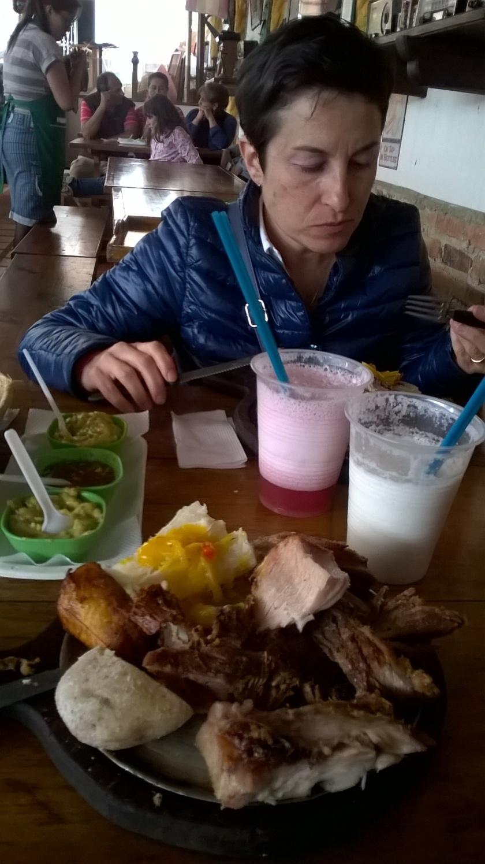 Pranzo a base di carne asada in Colombia