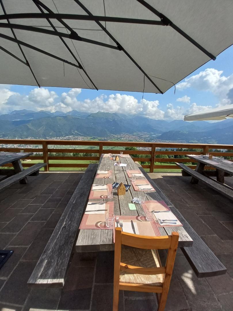 Pranzo con vista dal Rifugio San Lucio