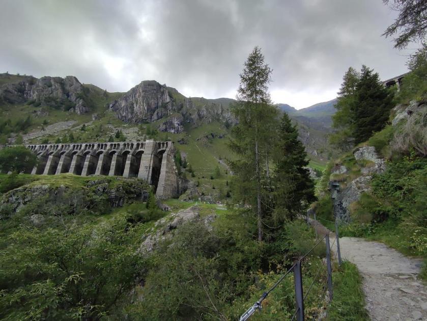 Sentiero da Pianezza alla Diga del Gleno